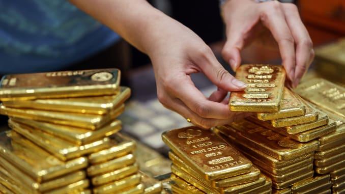 Gold ticks up on softer dollar, coronavirus woes