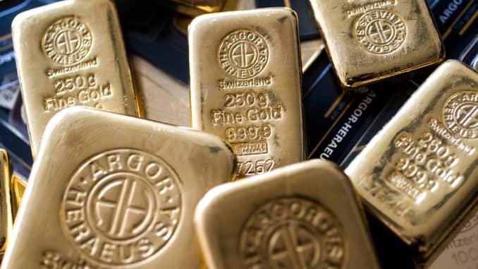 Gold dips as Treasury Secretary Mnuchin recalls pandemic-related funds