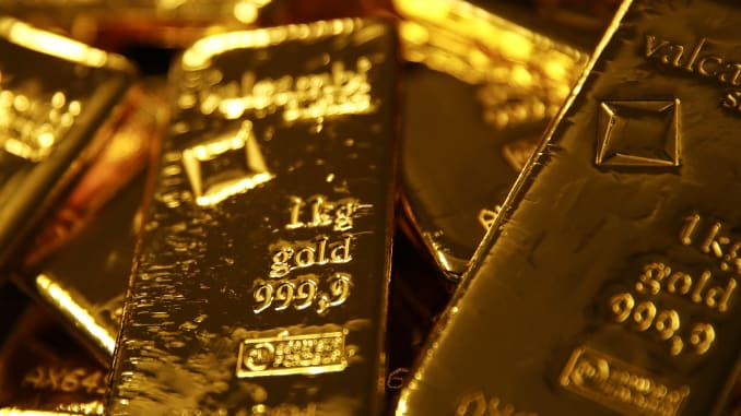 Gold dips as investors await U.S. election outcome